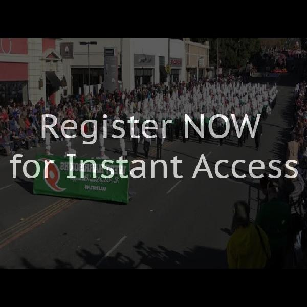 How to address San Clemente invitations to singles